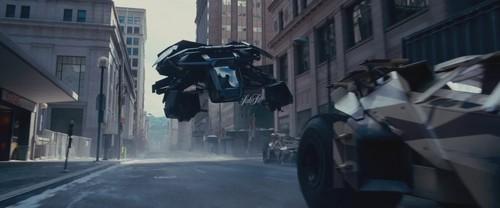 The-Dark-Knight-Rises-Trailer-1-HD-batman-27910382-500-208.jpg